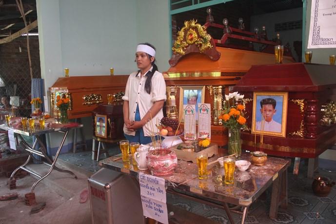 Trước đó vài ngày, ở Tây Ninh cũng xảy ra vụ việc chồng phóng hóa đốt nhà khiến 4 bố con chết thảm vì ghen tuông vô cớ