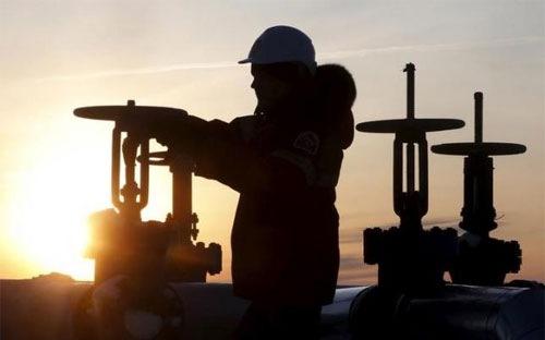 Trong bối cảnh giá dầu thế giới giảm mạnh, nhiều nước quyết định không tăng sản lượng để cứu giá dầu thô