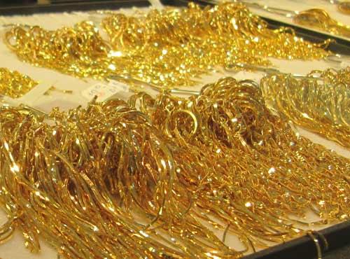 Trái ngược với đà giảm của giá vàng trong nước hôm nay, tỷ giá USD vẫn đang tăng vọt