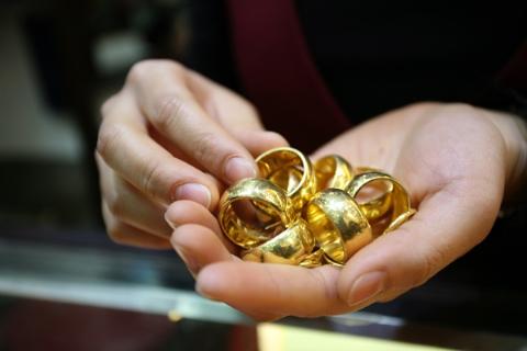 Chênh lệch giữa giá vàng thế giới và giá vàng trong nước hôm nay đang ở mức 3,2 triệu đồng/lượng
