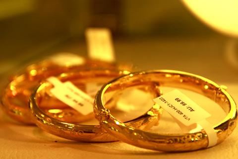 Tuy nhiên, mức tăng của giá vàng trong nước không bắt kịp giá vàng thế giới khiến mức chênh lệch ở mức thấp kỷ lục