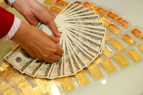 Giá vàng hôm nay giảm theo đà chung của giá vàng thế giới, trong bối cảnh đồng USD dần hồi phục