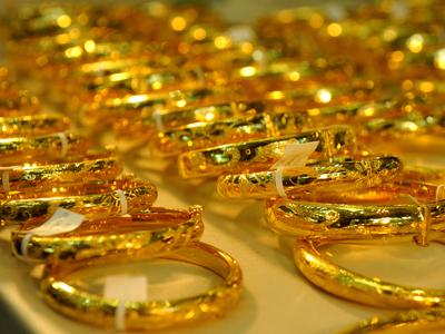 Tính chung cả tuần giá vàng trong nước mất khoảng 100.000 đồng/lượng mỗi chiều giao dịch