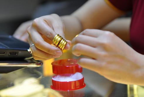 giá vàng SJC trong nước hôm nay tăng nhẹ trở lại và phục hồi mốc trên 34 triệu đồng/ lượng