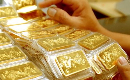 Chênh lệch giữa giá vàng trong nước và giá vàng thế giới đang dao động quanh mức 2,5 triệu đồng/lượng (chưa tính thuế và chi phí gia công)