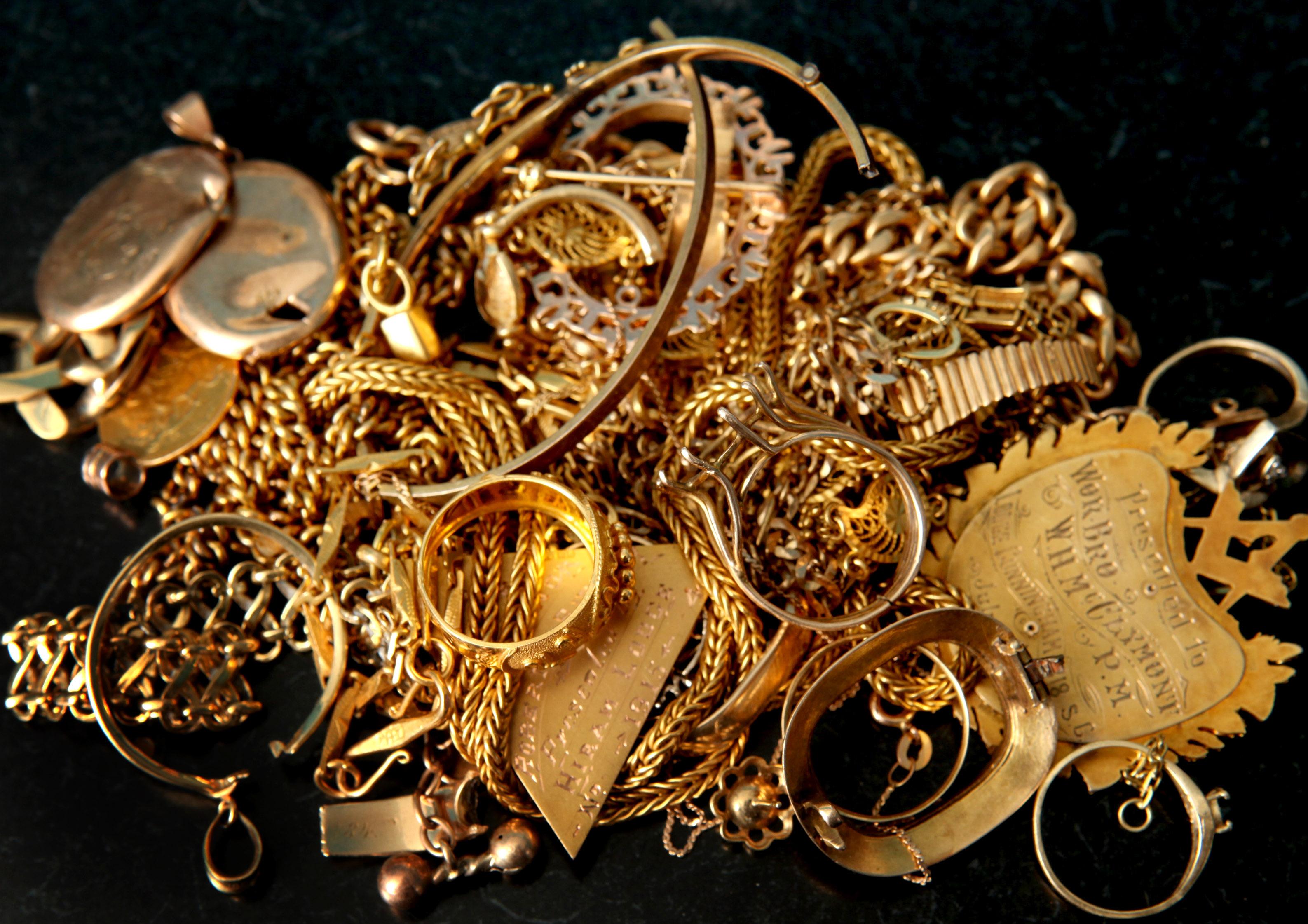 giá vàng hôm nay ngày 24/12/2015 tại thị trường trong nước đã mất mốc 33 triệu đồng/lượng ở chiều mua vào