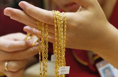 Chỉ trong 1 tuần, giá vàng trong nước đã mất khoảng 500.000 đồng/lượng dù không theo kịp đà giảm của giá vàng thế giới