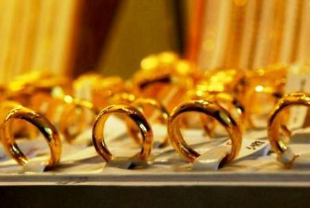 Trước đó, giá vàng trong nước liên tục lao dốc mà mất tới hơn 300.000 đồng/lượng chỉ trong một buổi sáng