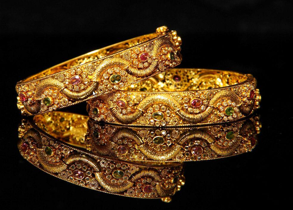 giá vàng hôm nay ngày 28/12/2015 đã tuột khỏi ngưỡng 33 triệu đồng/lượng tại thị trường trong nước