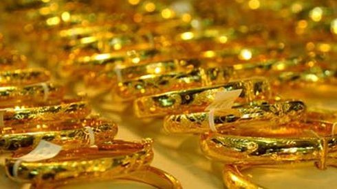 Hiện giá vàng trong nước hôm nay đang thấp hơn giá vàng thế giới khoảng 100.000 – 150.000 đồng/lượng