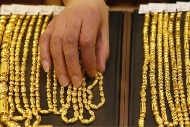 Những kỳ vọng về việc tăng lãi suất cùng nguy cơ khủng hoảng nợ ở Hy Lạp khiến giá vàng khó có thể tăng đột phá