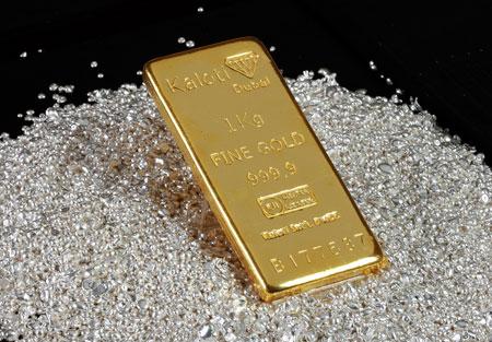 Dù giá vàng hôm nay đi xuống nhưng kim loại quý này vẫn đang là kênh đầu tư an toàn được nhiều người lựa chọn