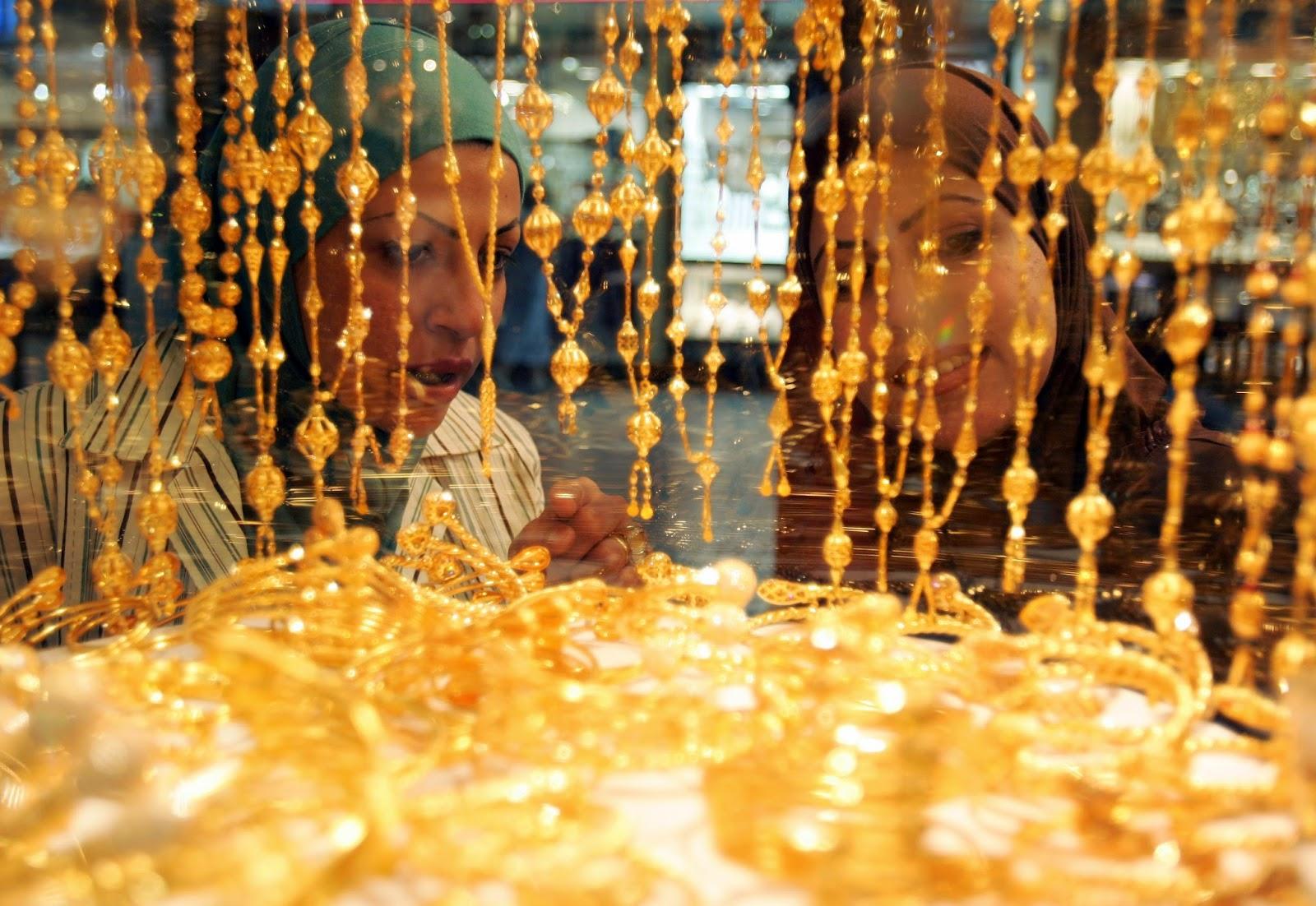 Dù tăng mạnh nhưng giá vàng trong nước vẫn rẻ hơn giá vàng thế giới hôm nay khoảng 400.000 – 500.000 đồng/lượng