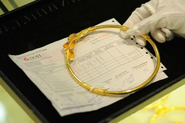 Chênh lệch giữa giá vàng trong nước và giá vàng thế giới hôm nay ở mức 300.000 đồng/lượng