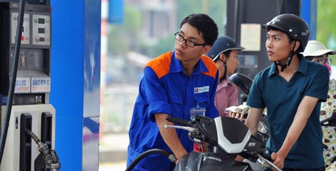 Giá xăng hôm nay được điều chỉnh giảm gần 700 đồng/lít với xăng A92