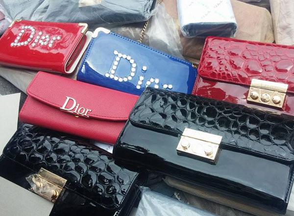 phát hiện 1.607 túi, ví, thắt lưng giả mạo nhãn hiệu Dior, Hermès, Louis Vuitton