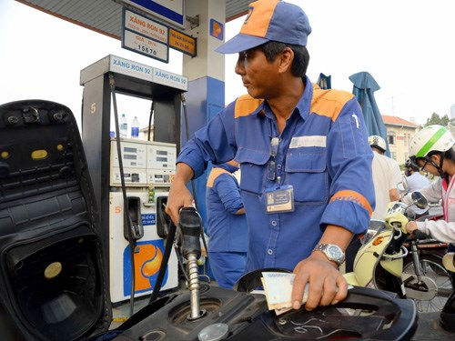 giá xăng dầu giảm đạt mức kỉ lục là tín hiệu đáng vui mừng đối với người tiêu dùng