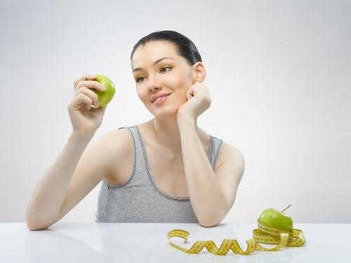 Bác sĩ trong sức khỏe gia đình khuyên mọi người nên dùng táo để bảo vệ sức khỏe