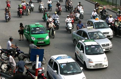 Giảm giá cước taxi là nỗ lực chung của nhiều hãng taxi trên địa bàn Hà Nội hiện nay