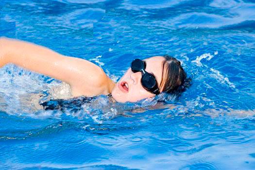 Bơi lội là bí quyết giảm mỡ bụng và làm đẹp vóc dáng hiệu quả cho nữ giới ngày Valentine