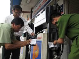 Người tiêu dùng cần chủ động tố các sai phạm trong kinh doanh xăng dầu