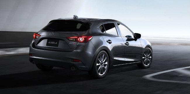 Về thiết bị an toàn, Mazda 3 2017 trang bị bộ thiết bị i-Activesense với các đèn pha LED thích ứng, hỗ trợ phanh và chống lật thông minh, radar kiểm soát hành trình, cảnh báo chệch làn đường, hỗ trợ giữ làn đường, cảnh báo chú ý cho lái xe, theo dõi điểm mù, cảnh báo sang đường phía sau, nhận biết tín hiệu giao thông.
