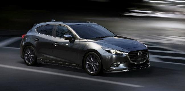 Sau khi bán tại Nhật Bản, Mazda 3 mới sẽ đổ bộ tới thị trường Úc vào đầu tháng 8 tới. Hiện chưa rõ Mazda 3 2017 có dành cho thị trường các nước Đông Nam Á hay không.