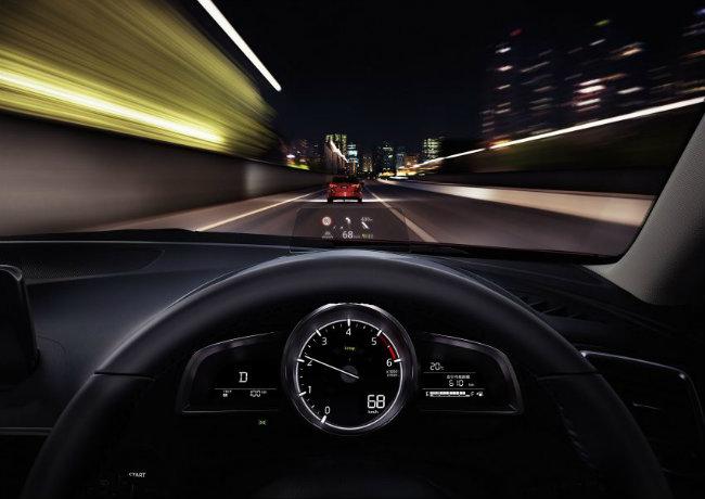 Dự kiến đây sẽ là đối thủ cạnh tranh với Honda Civic 2016, Huyndai Elantra, Toyota Corolla, Ford Focus và Nissan Sentra 2016. Có lẽ khi xuất ngoại, Mazda 3 2017 cũng khó có được cái giá ưu ái cho khách hàng như tại quê nhà.