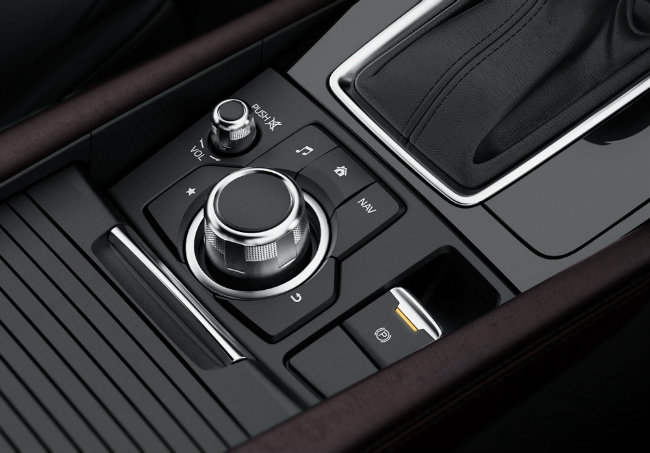 Về sức mạnh, xe được trang bị tùy chọn nhiều loại động cơ. Đó là động cơ diesel SkyActiv-D có dung tích 1.5 lít và loại có dung tích 2.2 lít. Mazda cho biết, các động cơ diesel này cũng nhận được những cỉa tiến mới như bộ phận kiểm soát và van điều tiết để giảm tiếng ồn của động cơ.