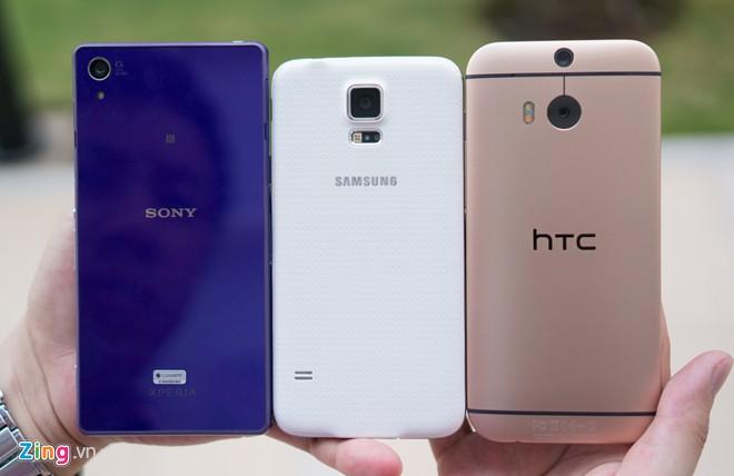 Trong cả ba model, chỉ có mặt lưng của Galaxy S5 có sự khác biệt với những mẫu tiền nhiệm.