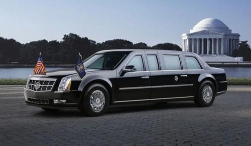 """Chi phí để chế tạo một chiếc Cadillac """"The Beast"""" là khoảng 1,5 triệu USD. Chiếc xe được trang bị một lớp giáp chống đạn vô cùng an toàn, và chính lớp giáp chống đạn này khiến chiếc xe trở nên quá nặng như vậy. Bình nhiên liệu của Cadillac """"The Beast"""" cũng được bọc thép, và bọc xung quanh trong bọt đặc biệt để bảo vệ chống vỡ trong trường hợp bị tai nạn hoặc gặp các cuộc tấn công bằng súng nhỏ."""