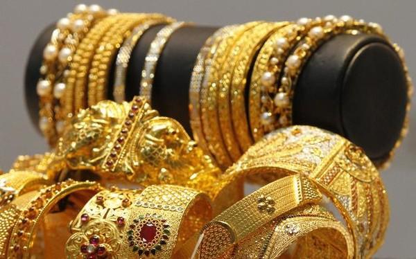 Người châu Á, người lao động, hưu trí, tích lũy trang sức, trang sức quý, đồ cổ, tương lai