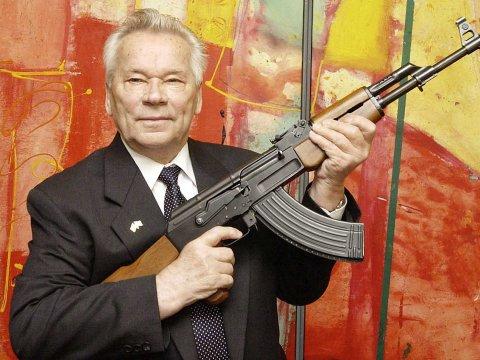 Mikhail Kalashnikov qua đời, người phát minh AK-47, súng trường