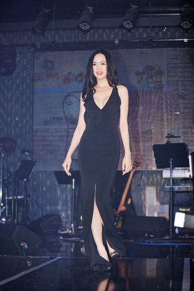 Ngọc Anh - top 5 Hoa hậu Việt Nam 2012 cũng góp mặt trong chương trình.