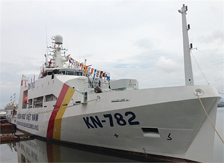 Tàu được trang bị 4 động cơ với tổng công suất 12.016 mã lực ở vòng quay 1.800 vòng/phút lai 2 chân vịt biến bước cho phép chạy với tốc độ tối đa 21 hải lý/giờ, tầm hoạt động 5.000 hải lý.
