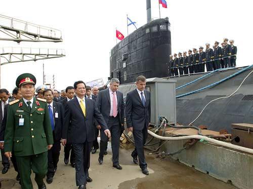 tàu kilo về việt nam, tàu kilo ở vịnh cam ranh, hình ảnh tàu kilo, tàu ngầm Hà Nội