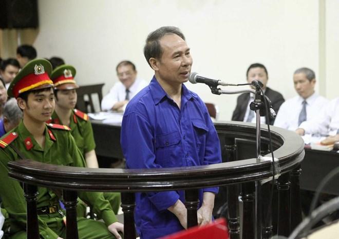 Bị cáo Mai Văn Phúc, nguyên Tổng giám đốc Vinalines trả lời câu hỏi thẩm vấn của Hội đồng xét xử.