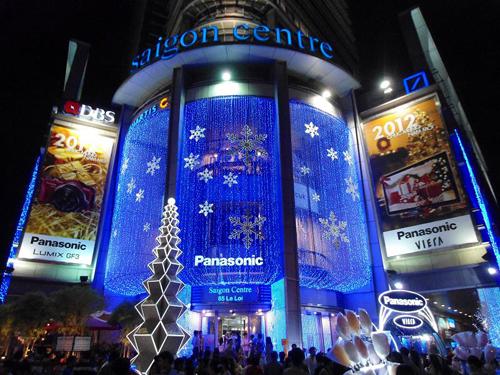 Đêm giáng sinh Sài Gòn lung linh, rực rỡ tại các trung tâm thương mại