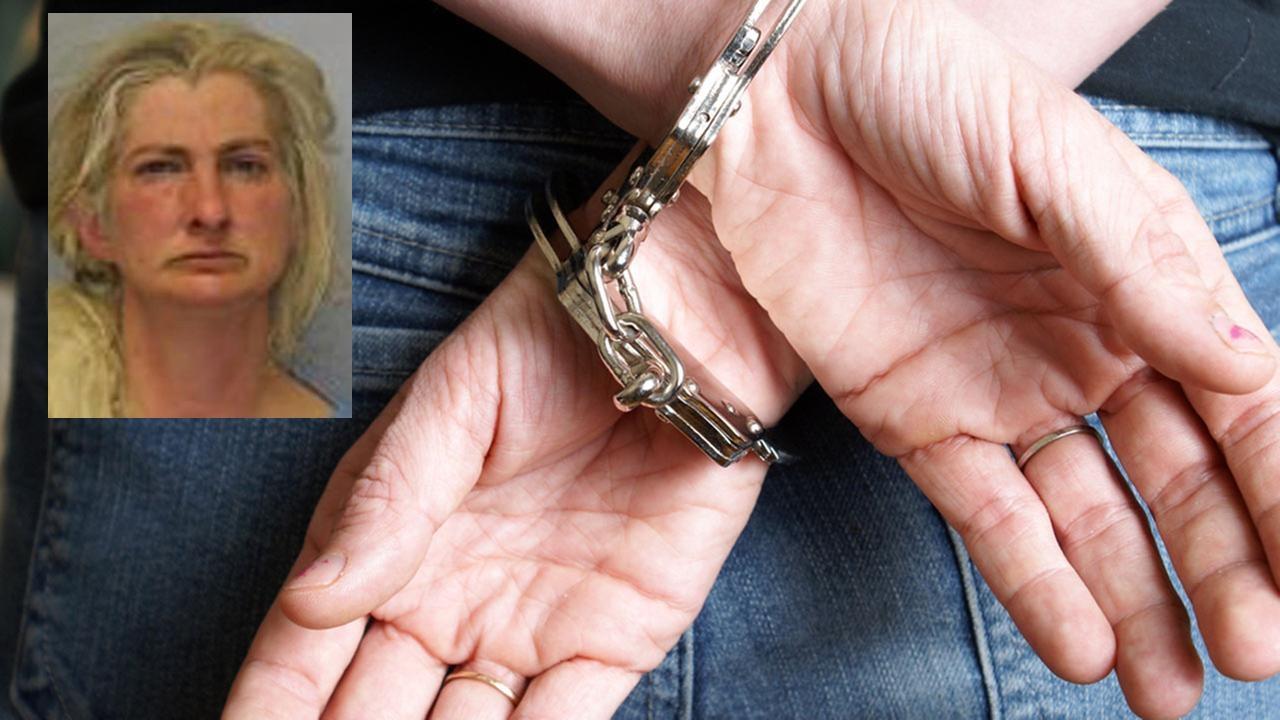 Charlene Mess, 48 tuổi, bị buộc tội giết chồng và chôn dưới một đống phân