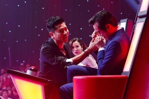 Yêu cầu táo bạo của Dương Khắc Linh khiến Hồ Hoài Anh 'nổi máu ghen' trong tập cuối vòng Giấu mặt chương trình Giọng hát Việt nhí 2015