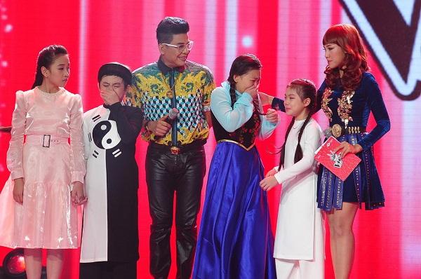 Chia tay với Giọng hát Việt nhí, Thế Thanh khóc nức nở khi phải nhường cơ hội cho các thí sinh khác