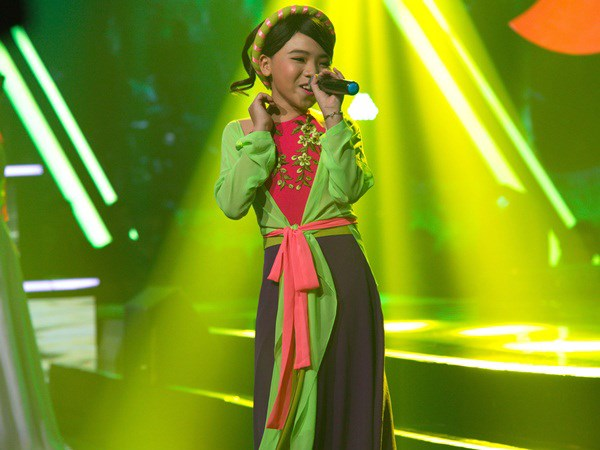 Phần giả gái làm duyên của Công Quốc khiến khán giả Giọng hát Việt nhí mùa 3 sửng sốt