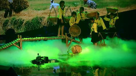 Sân khấu Giọng hát Việt nhí bị sập khiến cho các em đang biểu diễn hoang mang