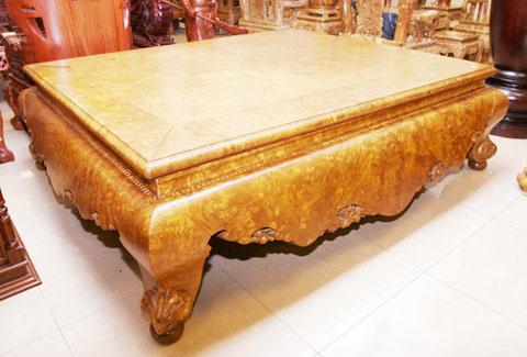 Đại gia Việt không quản công mất 2 năm đi tìm gỗ quý để tạo nên trước giường bạc tỷ này