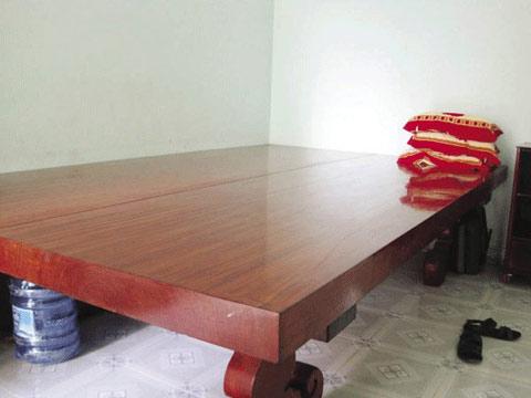 Với đại gia Việt, nửa tỷ để sở hữu một chiếc phản làm bằng gỗ như thế này không đáng bao nhiêu