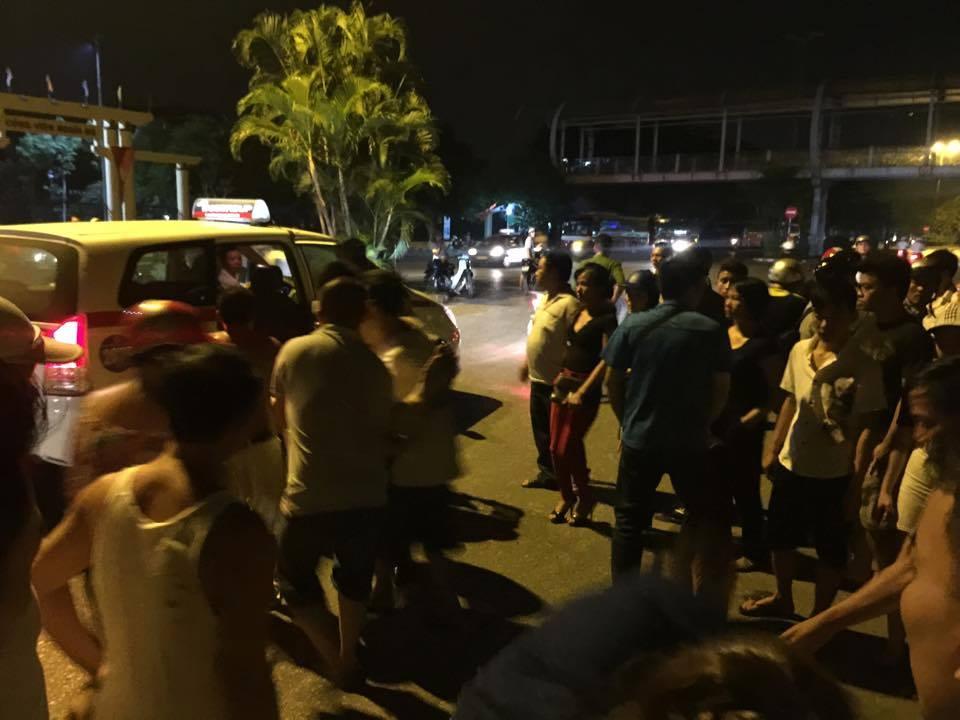 Nam thanh niên bất ngờ đổ gục trên ghế lái trong trạng thái co giật