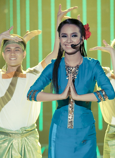 Ái Phương mang đến nhiều bất ngờ cho khán giả yêu thích Gương mặt thân quen 2015 nhờ hóa thân thành Hương Thủy trong Sóc sờ bai Sóc Trăng
