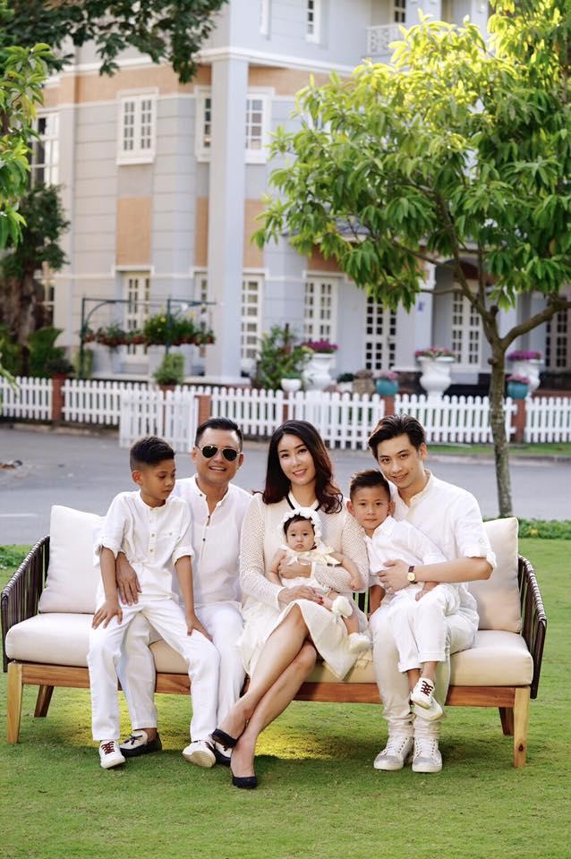 Sự thay đổi lớn nhất trong cuộc sống của vợ chồng Hà Kiều Anh là khi nàng công chú út chào đời.