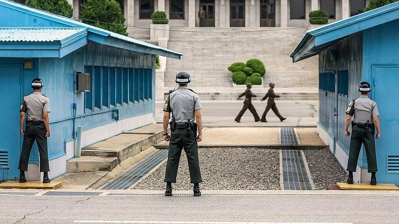 Hai công dân này đã trở lại Hàn Quốc qua làng đình chiến Panmunjom