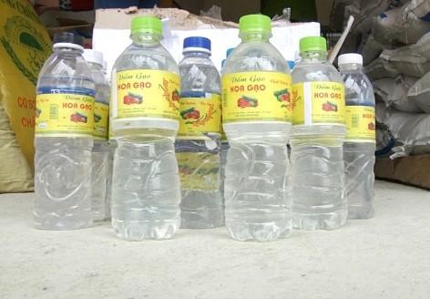Cảnh sát môi trường tỉnh Nghệ An đã bắt giữ cơ sở sản xuất trái phép hơn 2.000 chai giấm ăn loại 500ml